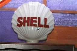 232: Shell, clam shell glass globe