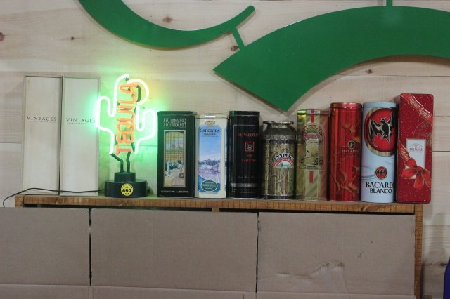 650: LOT OF 8 TINS WITH TEQUILA LIGHTED SIGN