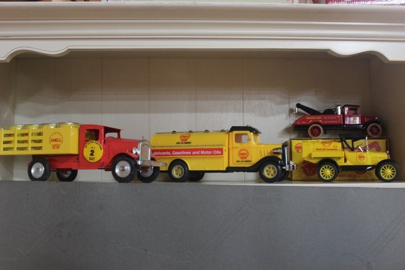 4 die cast and tin shell trucks