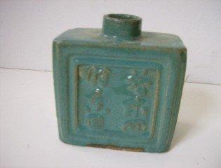 19: Early Chinese glazed bottle