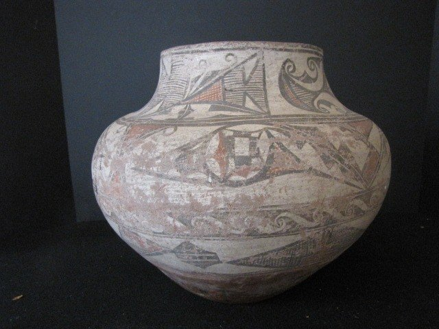 354: Zuni American Indian pot