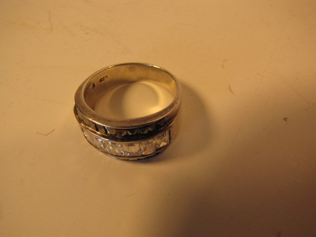 22: Ring, sterling silver w/ clear stones 7.1 g