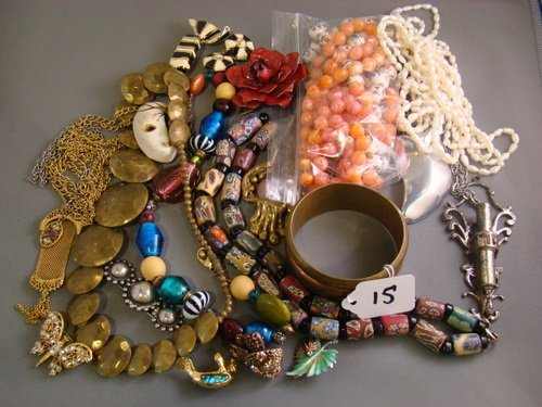 15:VINTAGE  MIXED COSTUME JEWELRY LOT