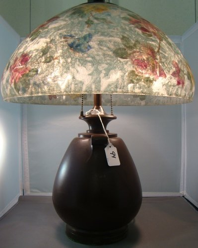 94: HANDEL FLORAL AND BUTTERFLY TABLE LAMP