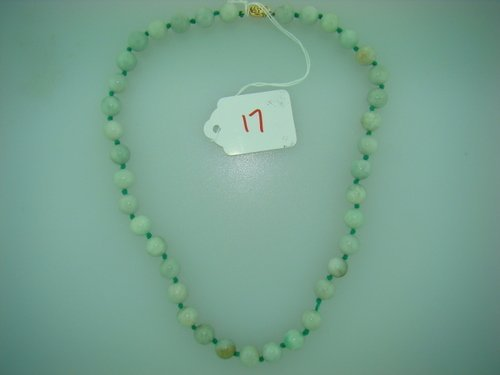 17: VINTAGE CARVED JADE BEADED NECKLACE W/ GOLD CLASP