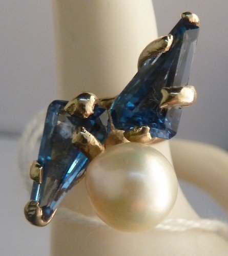 22: ANTIQUE SAPPHIRE & SOUTH SEA PEARL RING