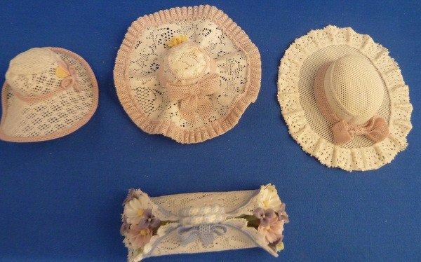 19: LLADRO FOUR RARE CAPRICICHOS HATS
