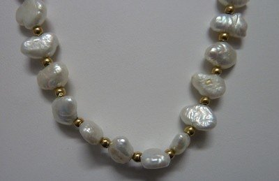 303: FRESHWATER PEARL & GOLD BEAD NECKLACE
