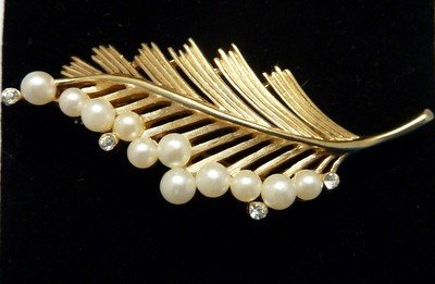 17: VINTAGE TRIFARI FEATHER PIN WITH PEARLS