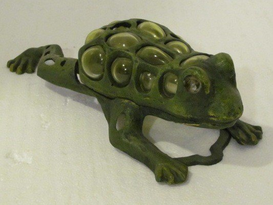 24: Cast iron frog candle holder. Holds one tea light.