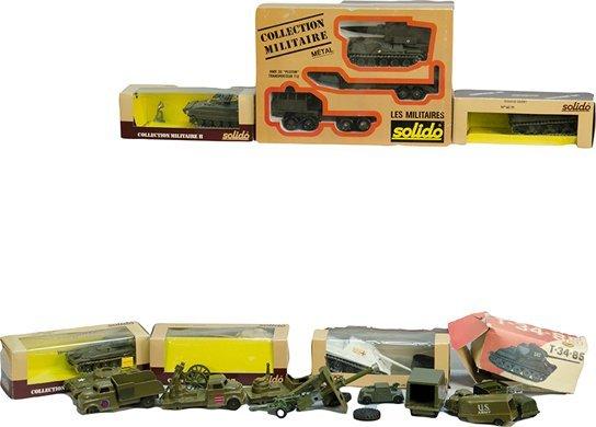 1059C: Lot Of Various Metal/Plastic Collectible Militar