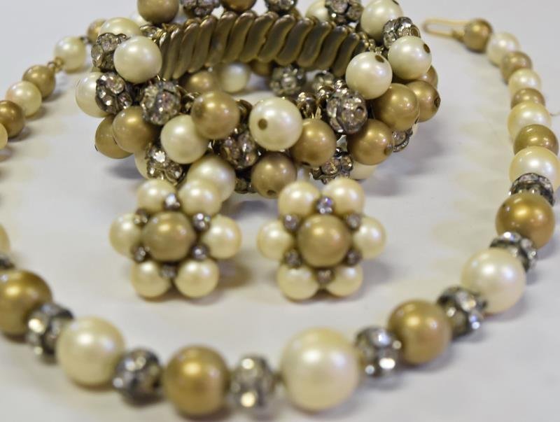 A Demi-Parure Vogue Jewelry Set