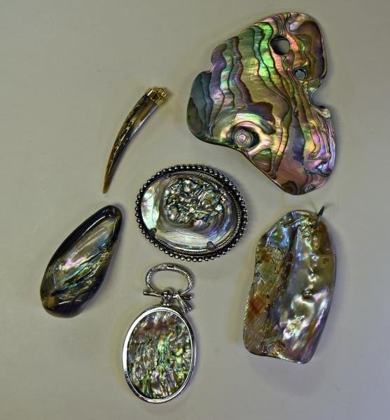 A Group of Abalone Jewelry - 3