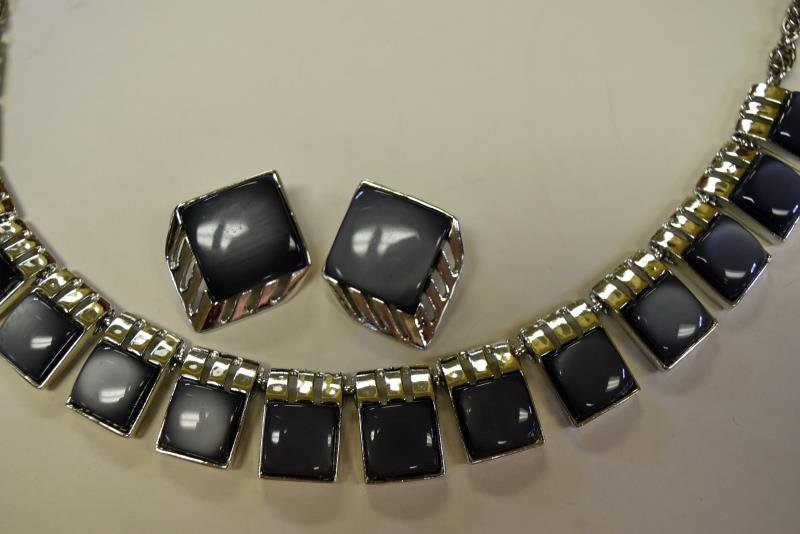 A Group of Mid-Century Plastic Optic Jewelry - 4