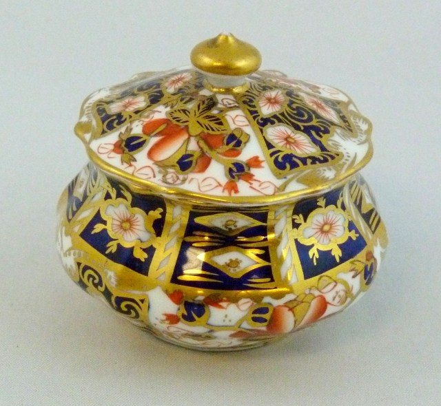 ROYAL CROWN DERBY IMARI TRADITIONAL COVERED SUGAR