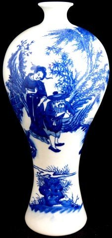 1: CHINESE BLUE AND WHITE PORCELAIN VASE