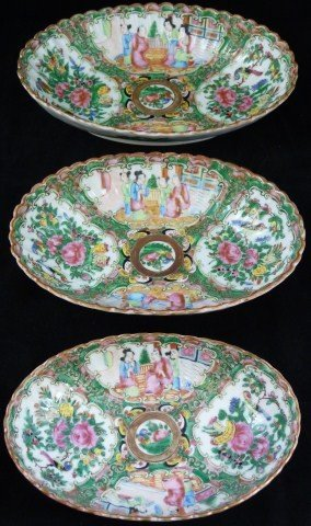 8: 3 ANTIQUE CHINESE ROSE MEDALLION OVAL BOWLS