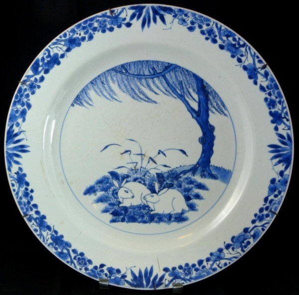 303: CHINESE BLUE & WHITE PORCELAIN RABBITS CHARGER