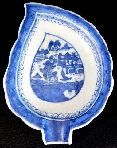 304: ANTIQUE CHINESE BLUE & WHITE PORCELAIN LEAF DISH