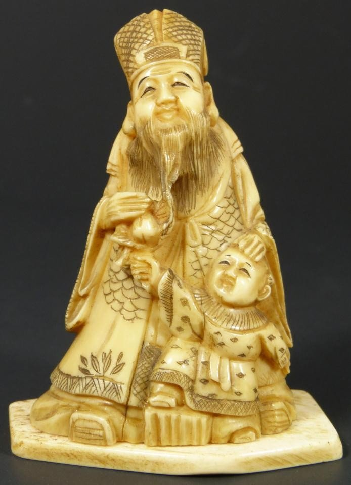 13: JAPANESE CARVED IVORY FIGURE OF WISEMAN & CHILD