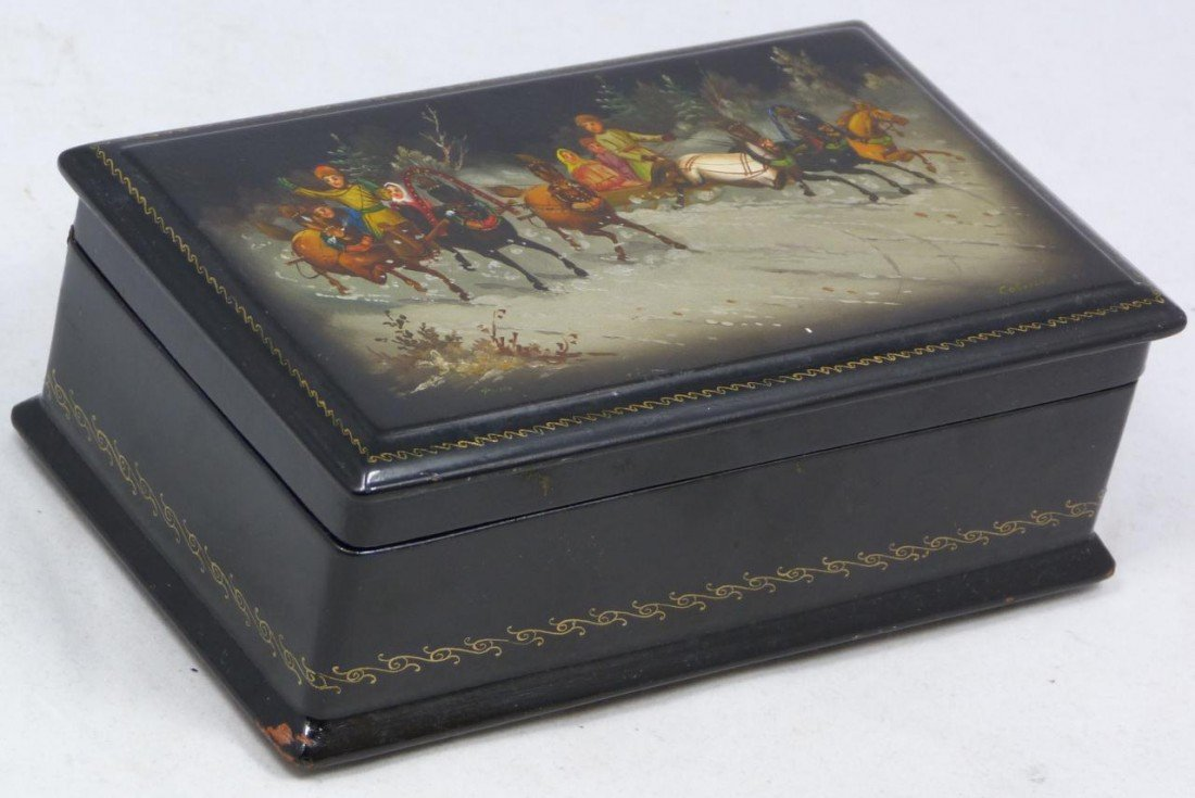 10: HAND PAINTED RUSSIAN LACQUER BOX