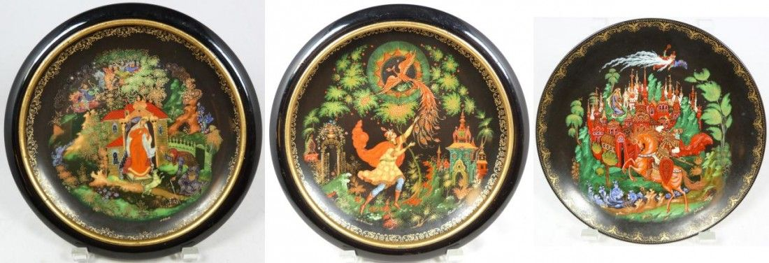 252: SET OF THREE RUSSIAN PORCELAIN COLLECTOR PLATES