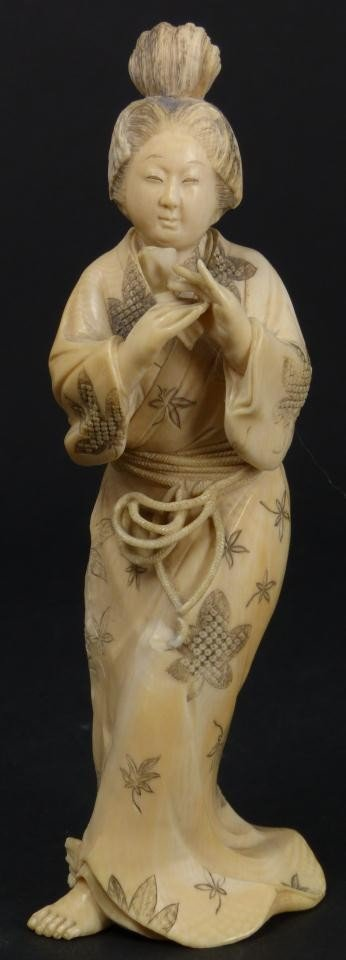 9: JAPANESE HAND CARVED IVORY FIGURE OF MAIDEN