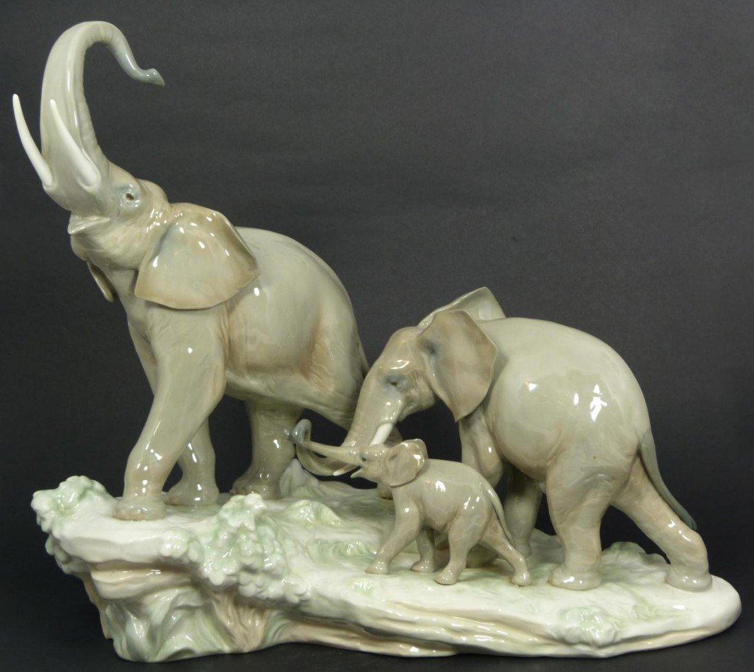 3: LLADRO SPAIN PORCELAIN FIGURE ELEPHANT FAMILY 4764