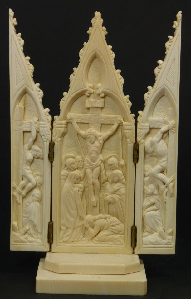 12: CONTINENTAL IVORY JESUS ON THE CROSS TRIPTYCH