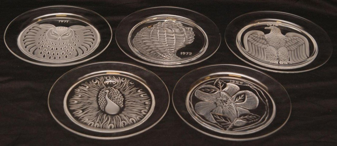 19: 5 LALIQUE CRYSTAL ANNUAL COLLECTOR PLATES