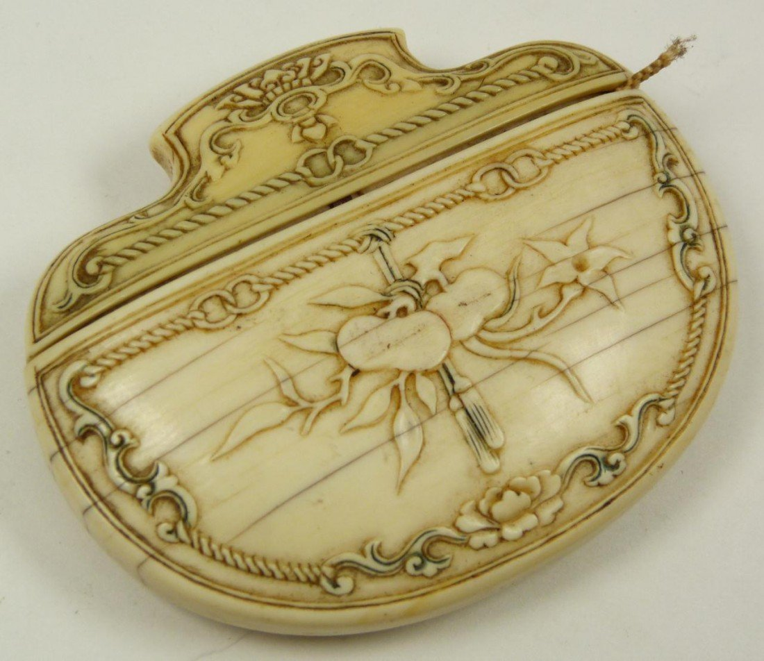 265: ANTIQUE CONTINENTAL IVORY CARVED TOBACCO SNUFF BOX