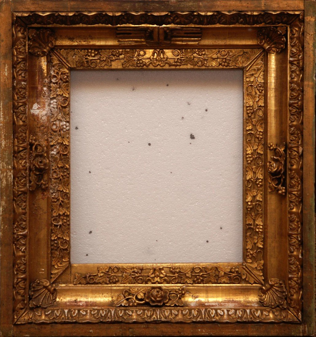 10A: 19th CENTURY RUSSIAN GILT WOOD GRAPE CLUSTER FRAME