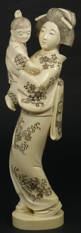 3: JAPANESE HAND CARVED IVORY FIGURE OF MOTHER & CHILD