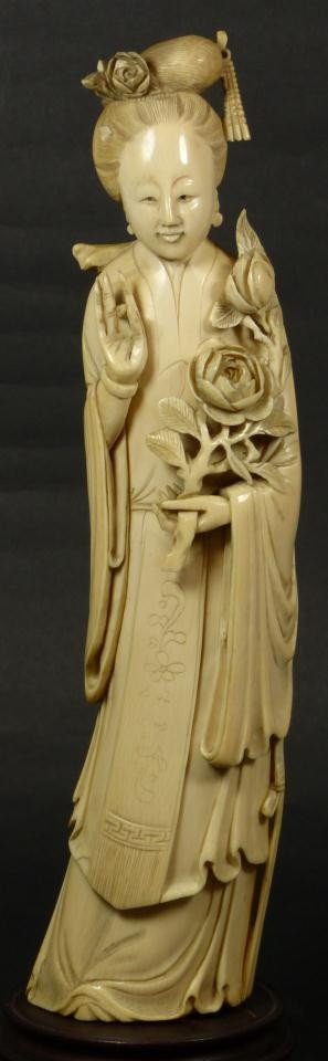 6: ANTIQUE CHINESE HAND CARVED IVORY QUAN YIN FIGURE