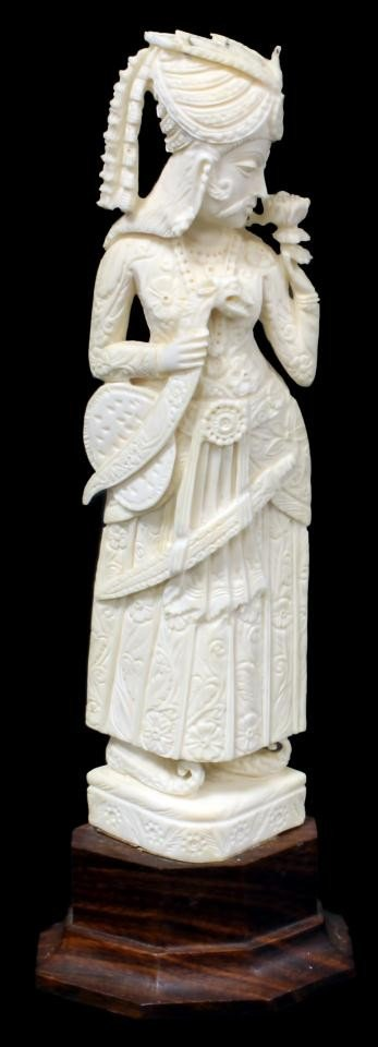 8: INDIAN CARVED IVORY FIGURE OF MOGHUL PRINCE