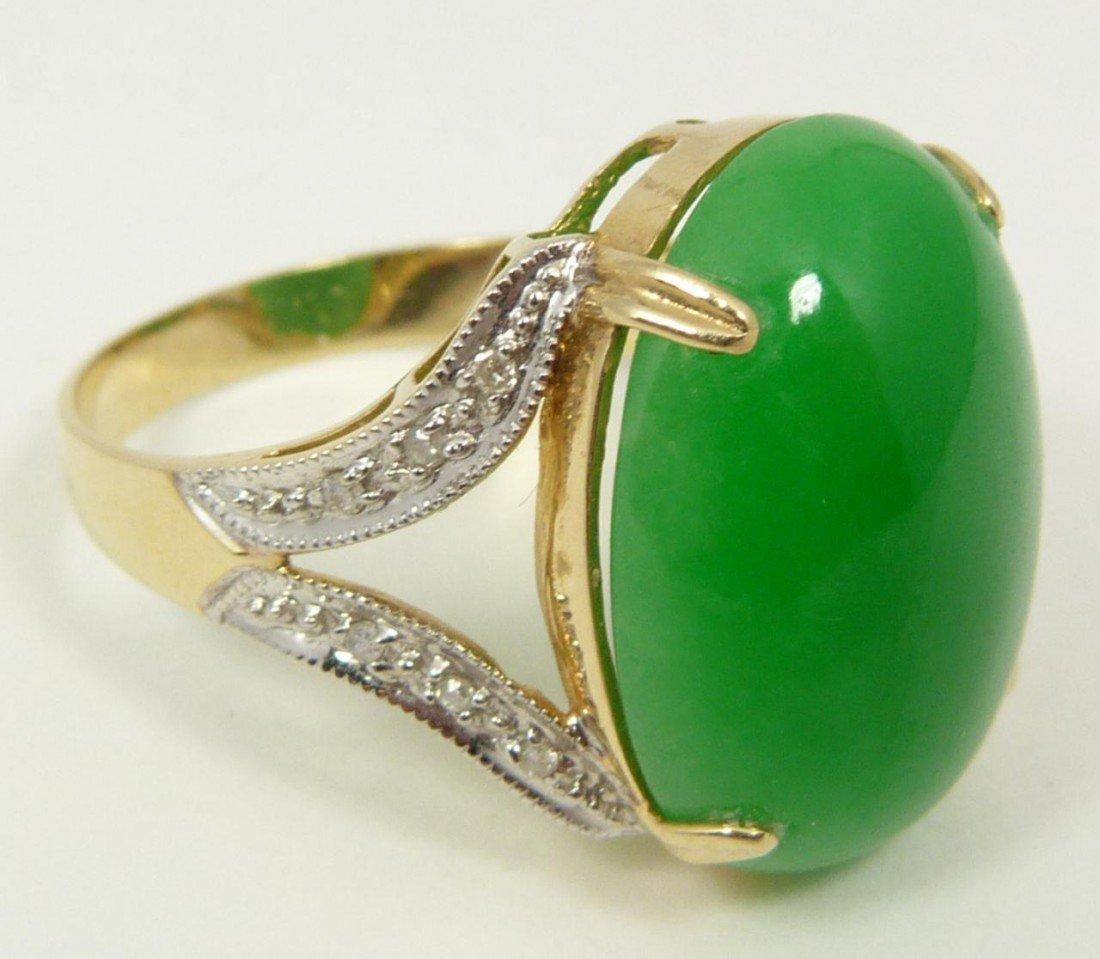 109: 14K YELLOW GOLD APPLE GREEN GEM JADEITE RING
