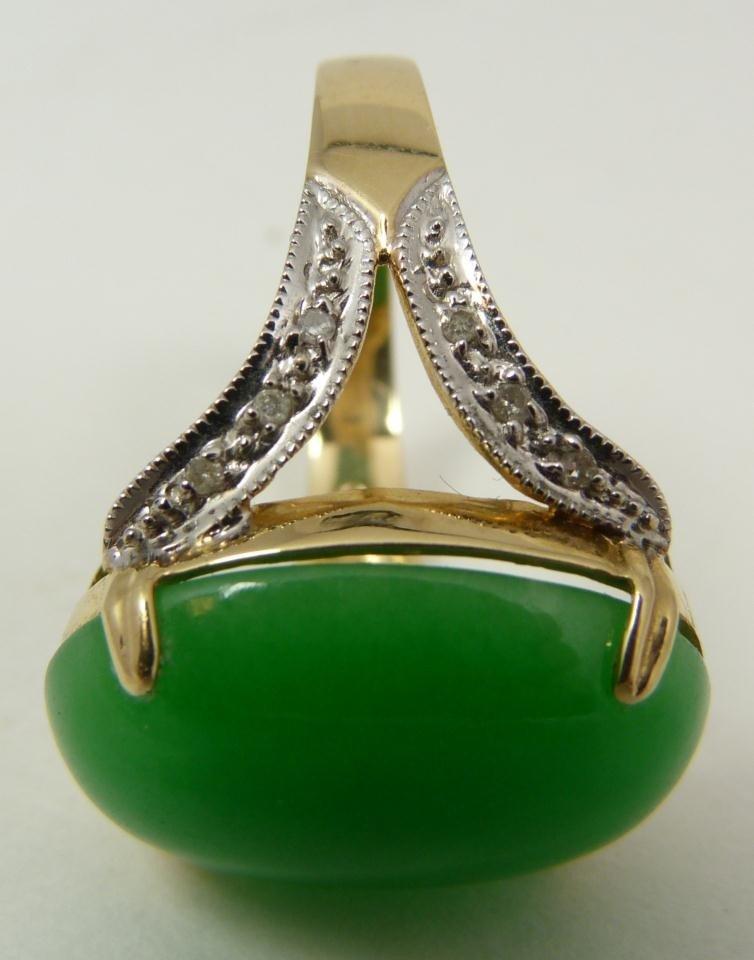 109: 14K YELLOW GOLD APPLE GREEN GEM JADEITE RING - 6