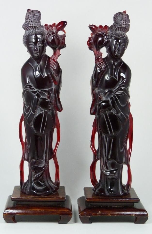 14: Pr OF CHINESE CARVED CHERRY AMBER QUAN YIN FIGURES