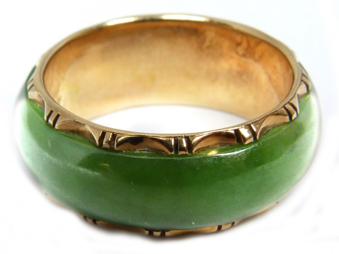 687: 14K YELLOW GOLD AND GEM JADE CHINESE BAND RING