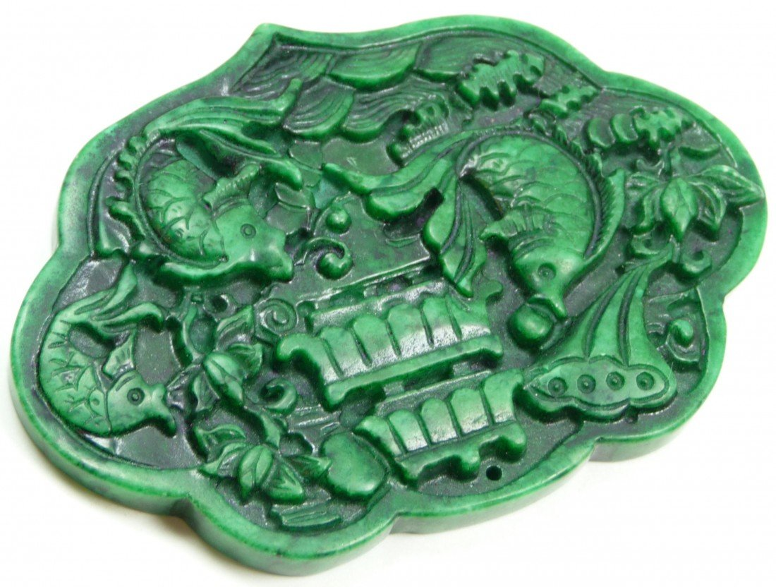 410: CHINESE RELIEF CARVED JADE FISHES AMULET