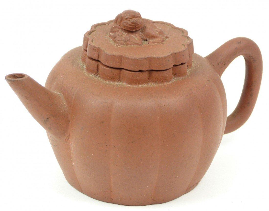 764: CHINESE YIXING ZISHA EARTHENWARE TEA POT