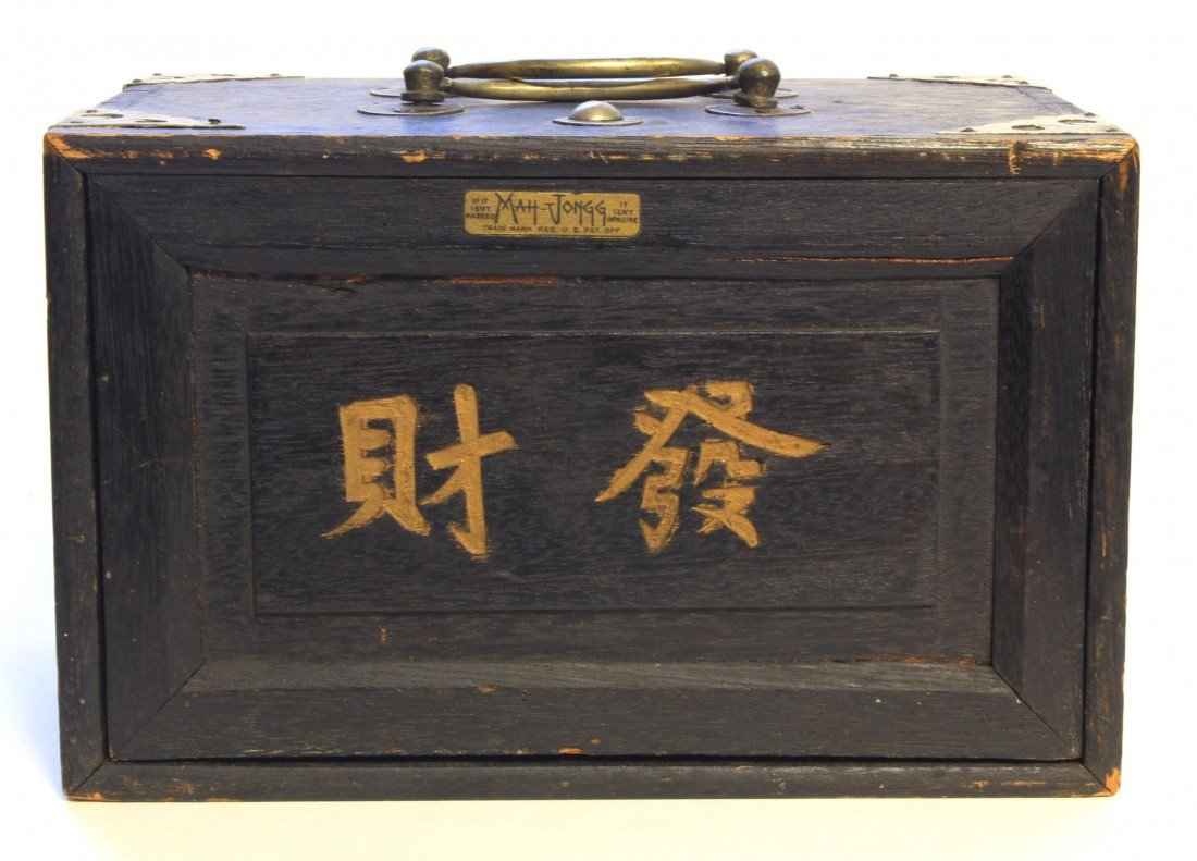 7: EARLY 20th CENTURY POLYCRHOMED IVORY MAH-JONGG SET