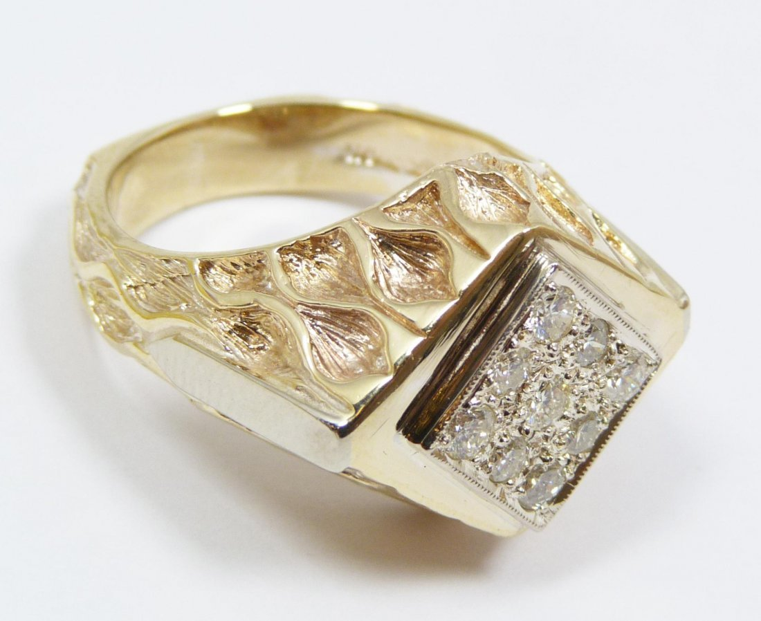 7: GENTS 10K YELLOW GOLD AND DIAMOND RING