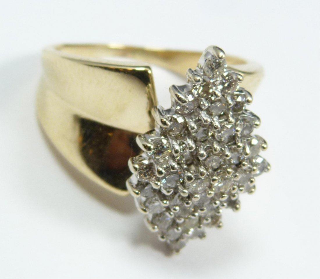 11: 14K YELLOW GOLD WOMENS DIAMOND CLUSTER RING