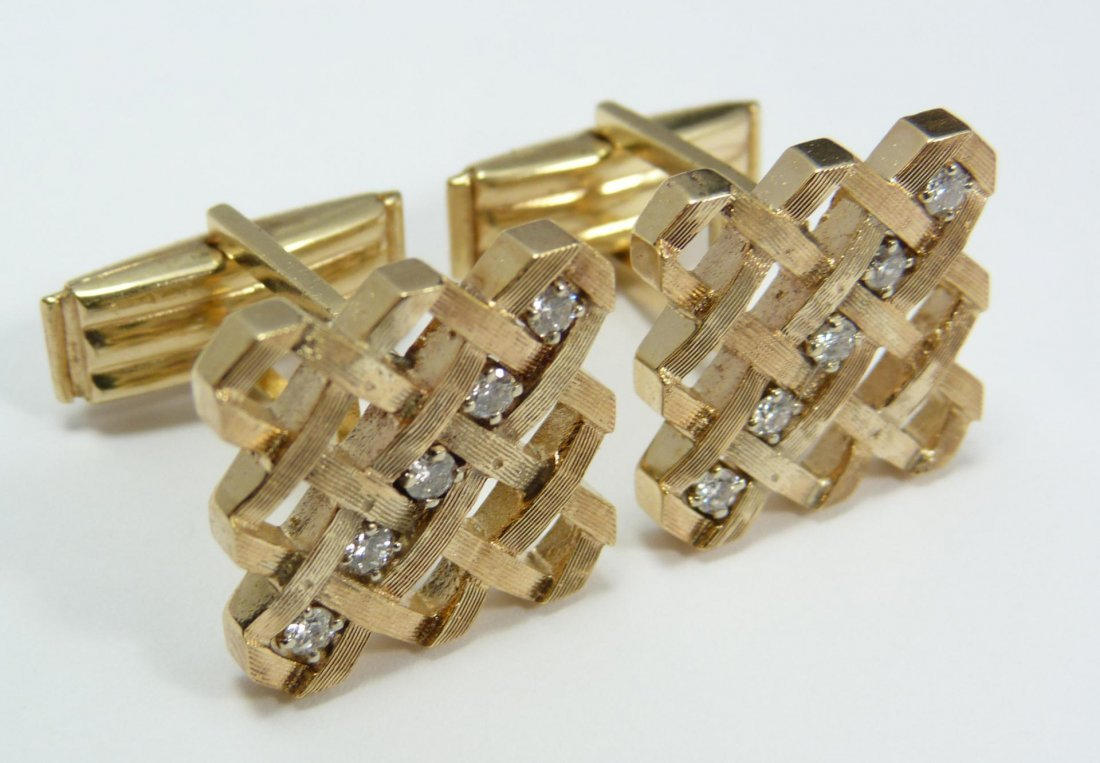 106: Pr 14K YELLOW GOLD DIAMOND CUFFLINKS