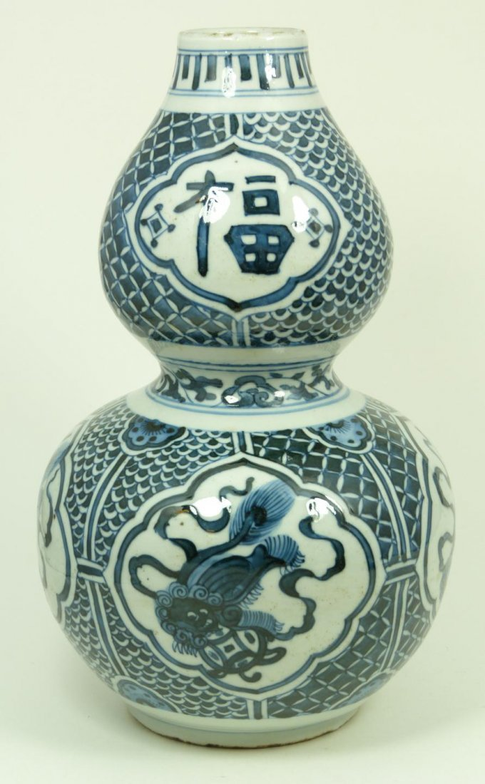 503: 17th C CHINESE BLUE & WHITE PORCELAIN FOO DOG VASE
