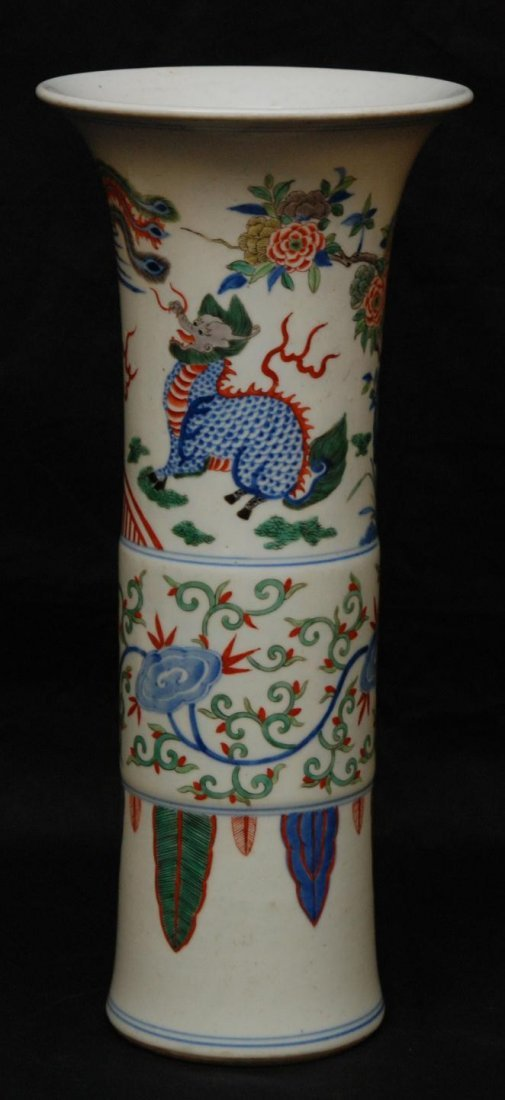 505: 17th/18th CENTURY CHINESE PORCELAIN GU VASE