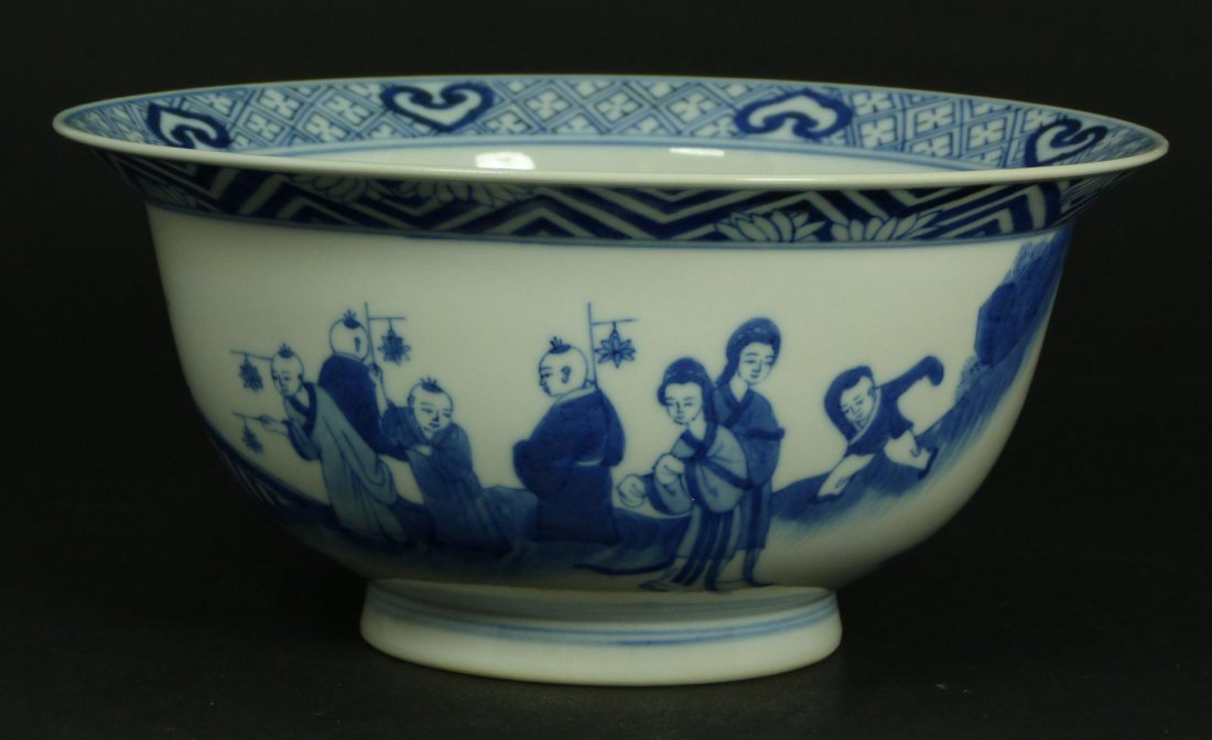 511: 18th CENTURY CHINESE BLUE & WHITE PORCELAIN BOWL