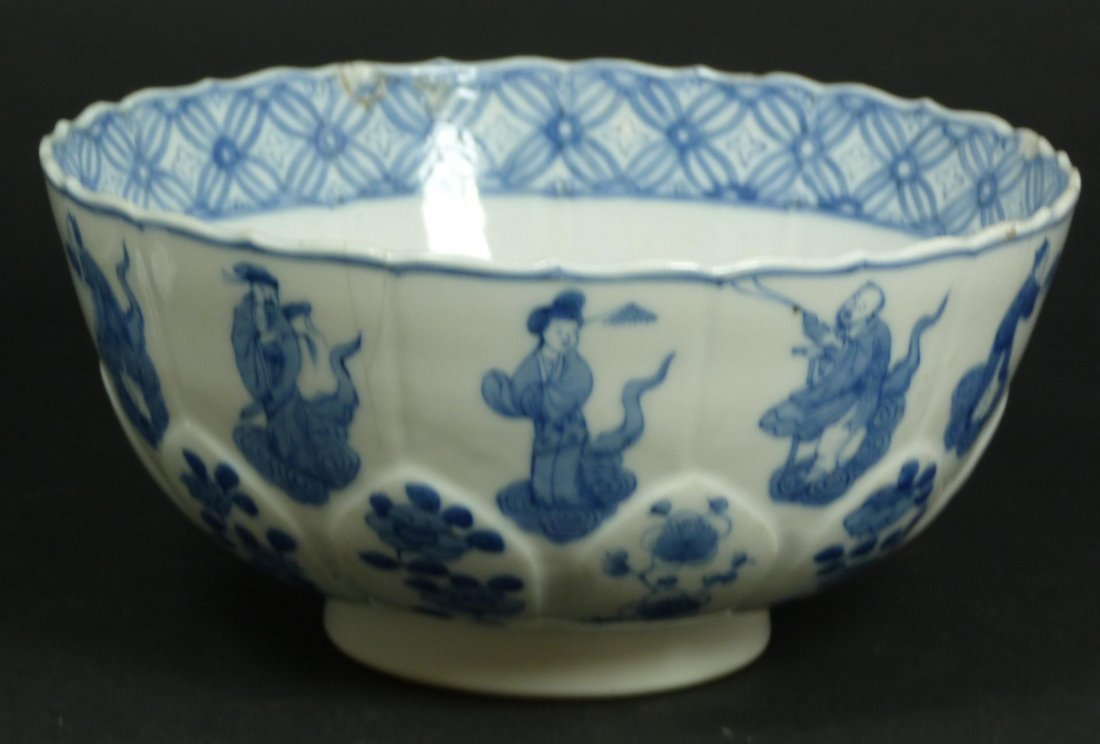 512: 18th C CHINESE BLUE & WHITE PORCELAIN BOWL