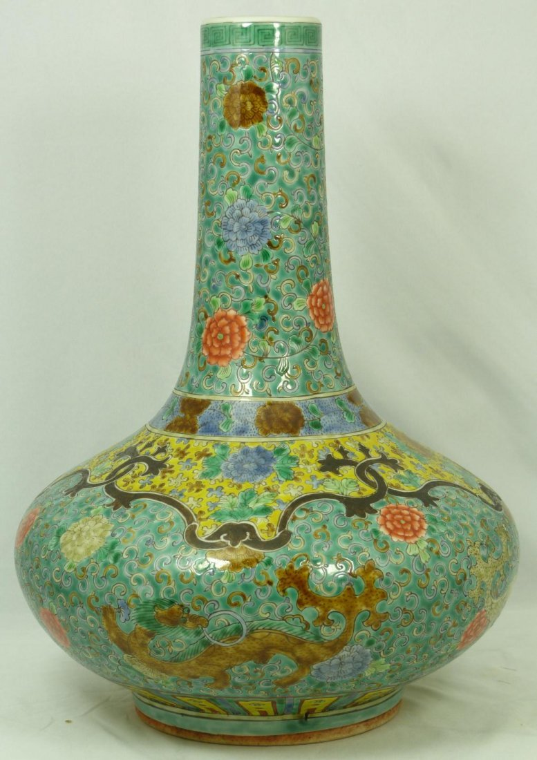 550: 18TH CENTURY CHINESE GREEN ENAMEL DRAGON VASE